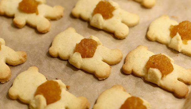 """Bánh quy gấu """"ôm"""" dứa"""